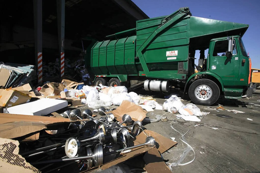 Trash Hauling-Little Rock Dumpster Rental & Junk Removal Services-We Offer Residential and Commercial Dumpster Removal Services, Portable Toilet Services, Dumpster Rentals, Bulk Trash, Demolition Removal, Junk Hauling, Rubbish Removal, Waste Containers, Debris Removal, 20 & 30 Yard Container Rentals, and much more!